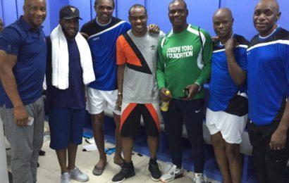 Vincent Enyeama Flashes Back at Good Old Times with Photos of Former Internationals