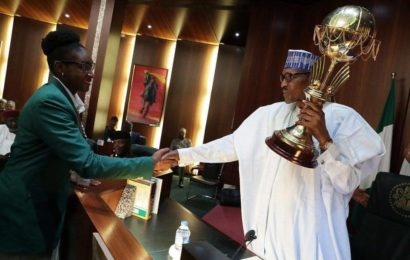 Buhari Lifts Afrobasket Trophy, Gives N1m Each to D'Tigress Team